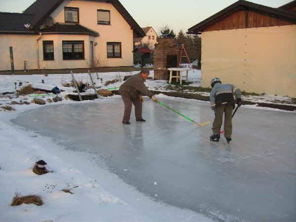 Winterschutz garten winter schutz for Gartenteich im winter